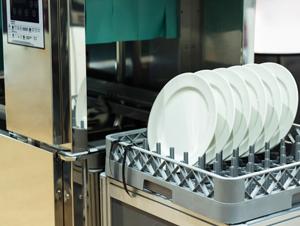 liquide de rincage enzymatique pour plonges professionnelles